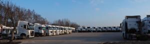 ciągniki siodłowe na parkingu enterprise